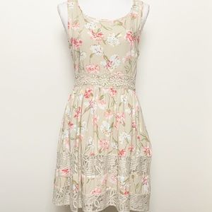 LC LAUREN CONRAD-Flower Print Dress w/Lace. Size 6